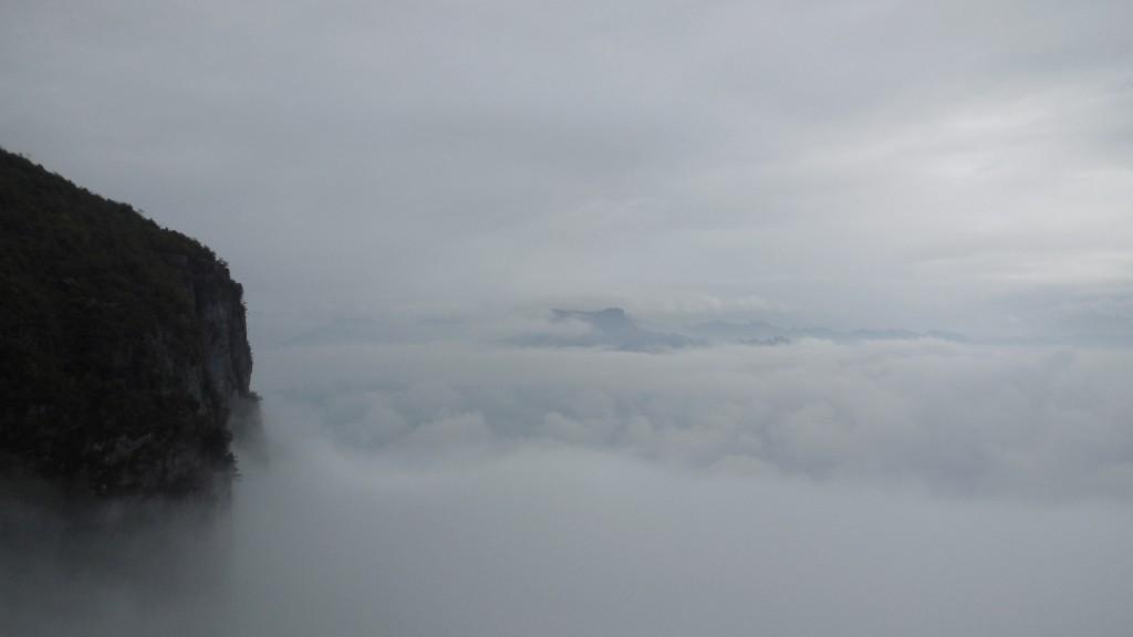 山谷间的云海