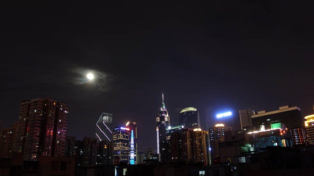 带着城市的夜景