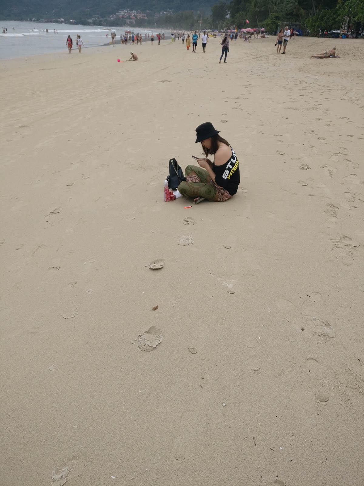 巴东海滩的妹子