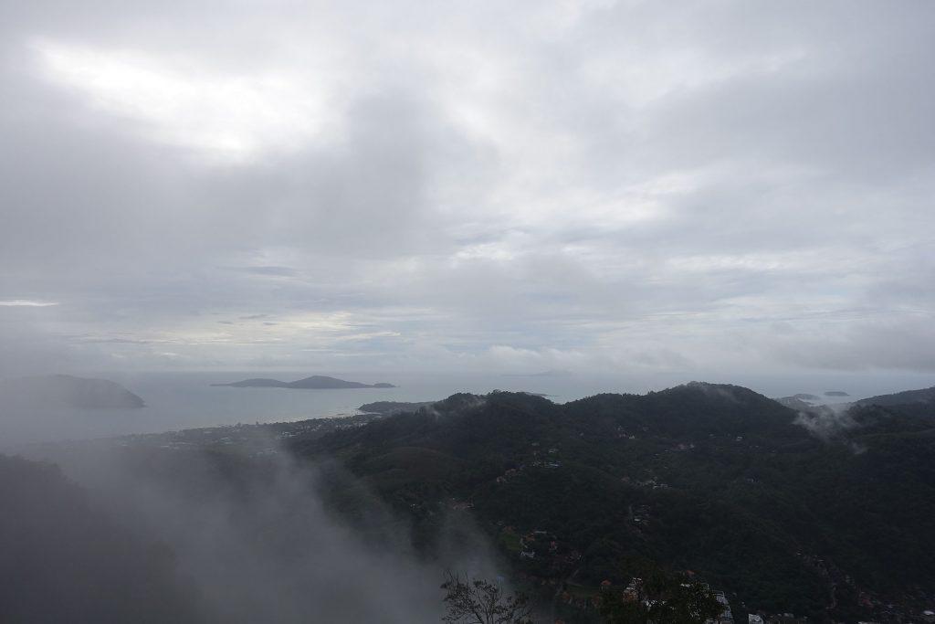 普吉岛山顶俯瞰小镇