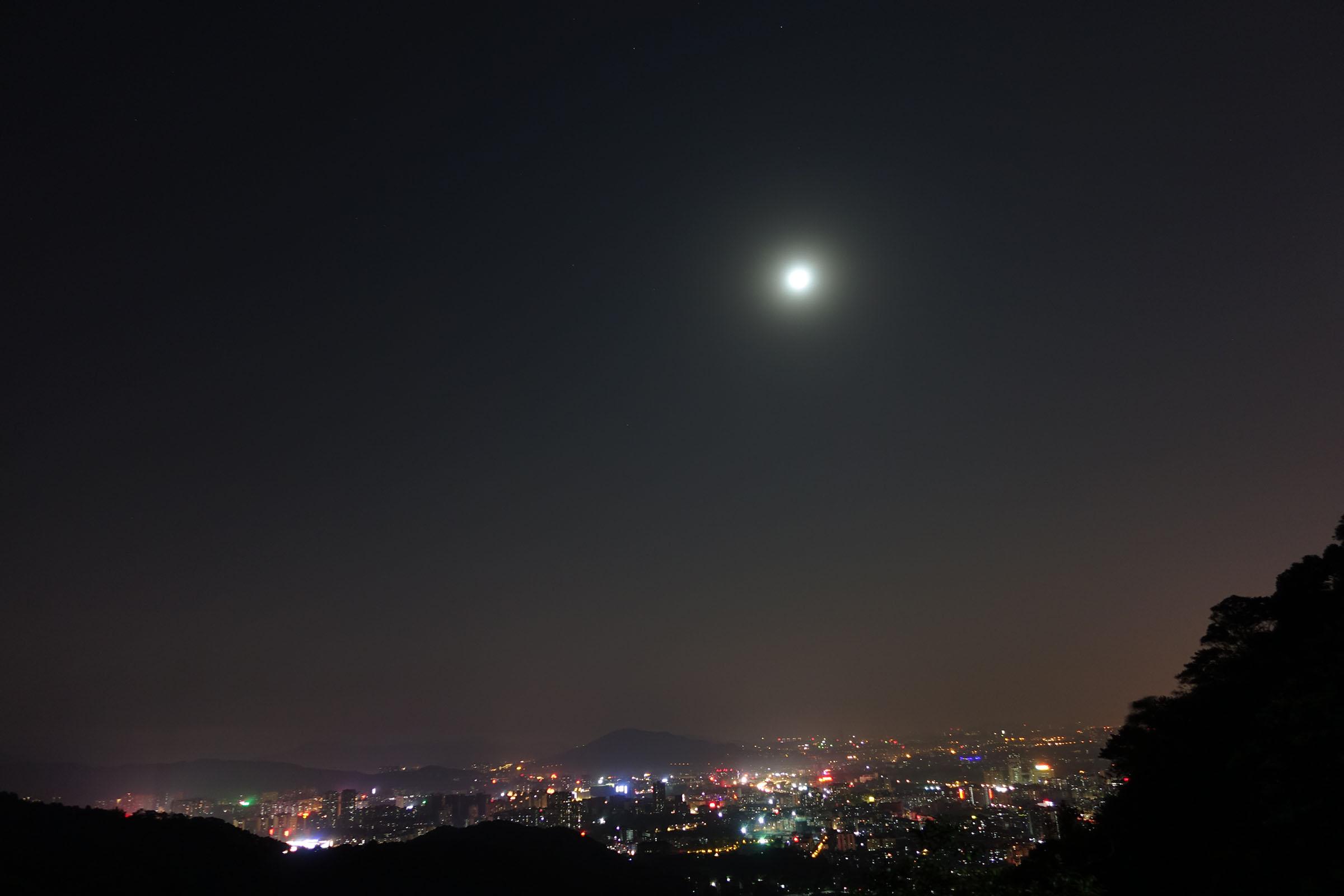 白云山夜景,十六的月亮格外圆