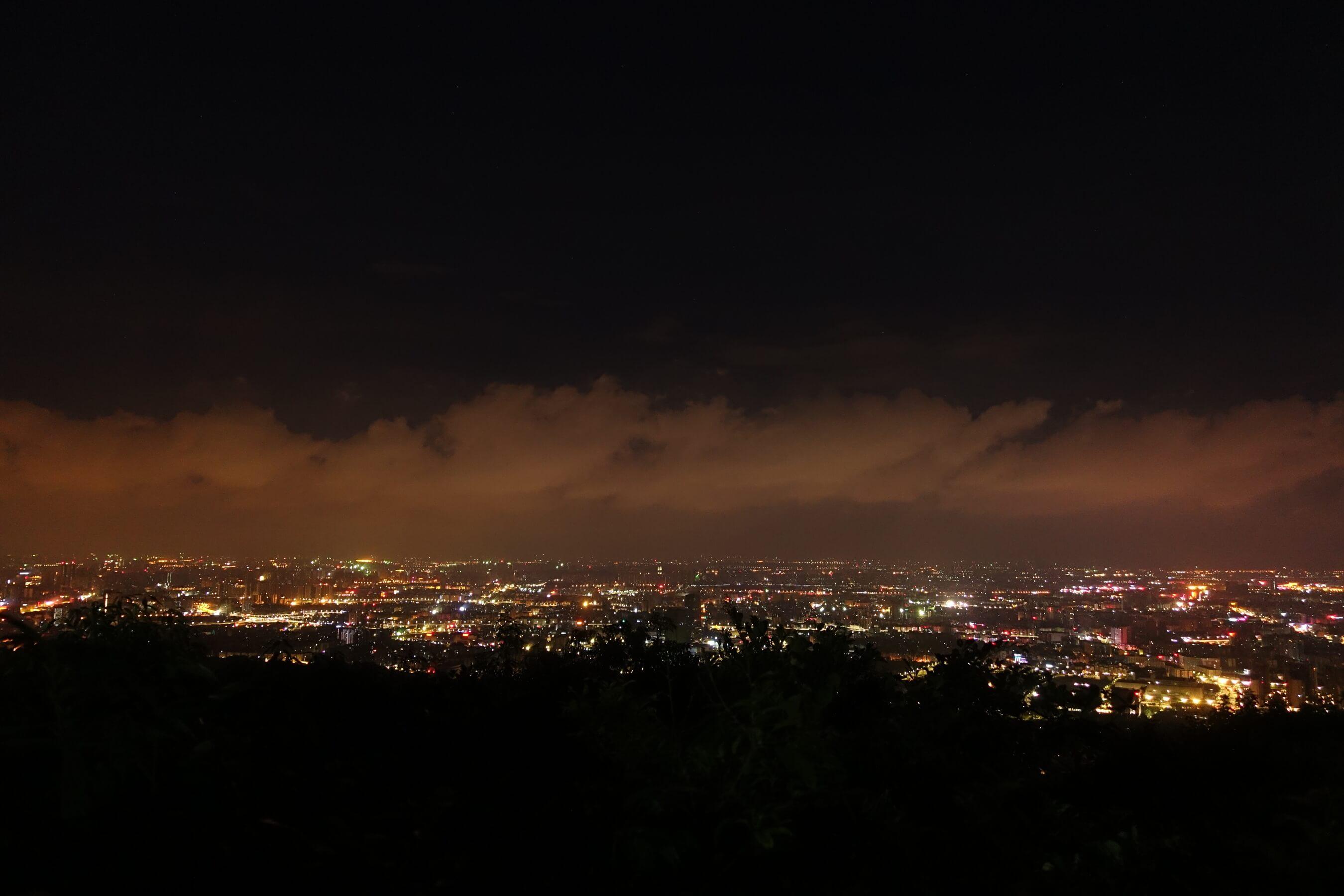 摩星岭的广州夜景