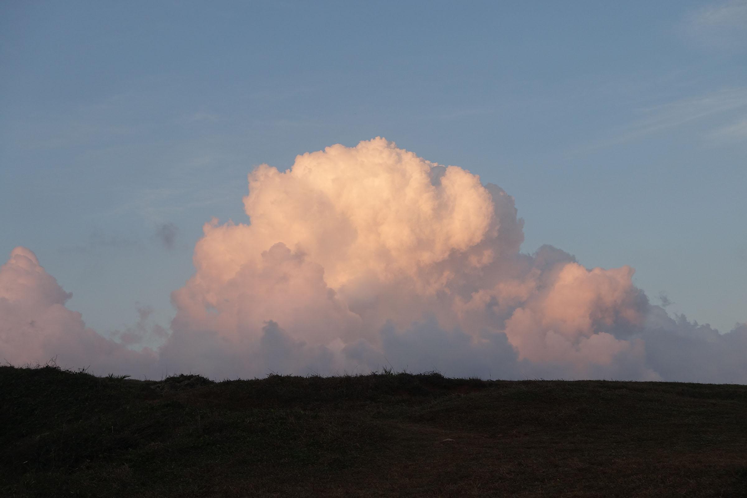 垦丁日出 身后的云彩
